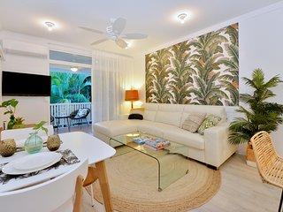 """""""Retro Coconut"""" Apartment, Port Douglas"""