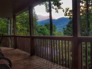 3BD/3BA House with Magnificent Balsam Mt View, Waynesville