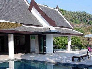 Luxurious Hillside 4-Bed Villa in Kata