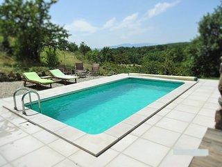 La piscine de la Bergerie des Etoiles : sous le soleil ardéchois