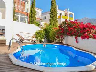 BURRIANA HOME WITH A PRIVATE GARDEN ,POOL & JACUZZI