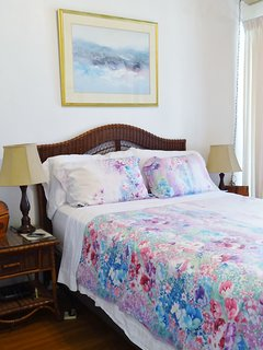 Air Conditioned Master Bedroom - Queen Size Bed
