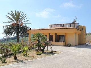 Villa sul mare: 5 posti letto, 1200 mq totali, parcheggio e wifi gratuito.
