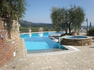 18thcent.stone farmhouse-fantastic pool & overlook, Massarosa