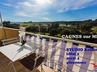 Studio climatise avec BALCON vue sur mer et hippodrome les plages a 50 m