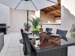 Appartement Terrasse XXL et clim dans village typique de Provence