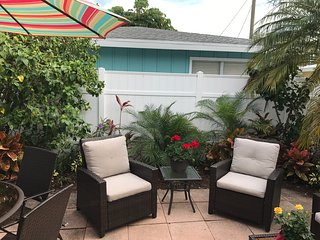 Ebb Tide #2  Siesta Key Treasure by the beach!  July Special- $100/night!