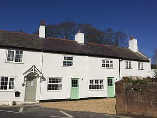 Beautiful Parkgate Cottage with Views of the Dee Estuary