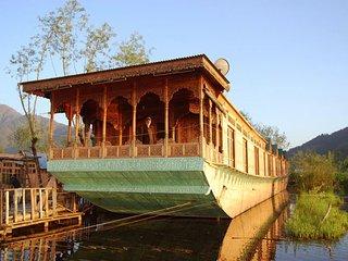 Kashmir Treat Houseboats, Srinagar