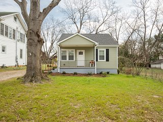 Charming Cumberland Cottage near downtown Greenville!