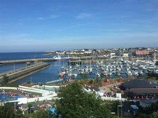 Spacious Penthouse over looking Bangor Marina