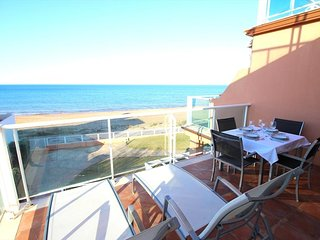 BEACHFRONT APARTMENT WITH SEA VIEWS. WIFI. REF: MIRADOR AL MAR 12