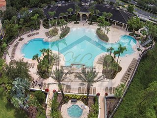 Fantastic location 2.5 miles from Disney 3 bed Condo Windsor Hills
