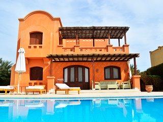 Luxe vrijstaande villa met verwarmd zwembad