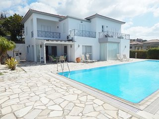 Stunning 4 Bed Villa with stunning views