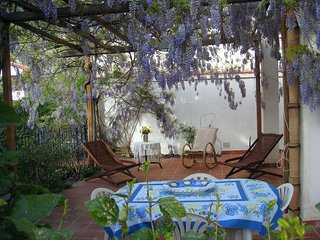 Villa Macari con giardino. Indipendente, WiFi, Posto auto, aria condizionata