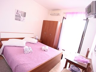 BILI GALEB room purple, Marina