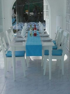 Inside dining, ample for 6 people
