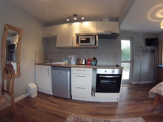 Super studio apartment, Charlton Kings
