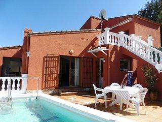 Gepflegtes Ferienhaus mit Pool und Grillplatz für 8 Personen, Begur