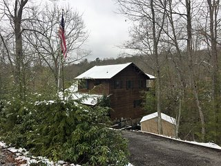 Bear Claw Hollow, elegant spacious cabin with stunning views., Murphy