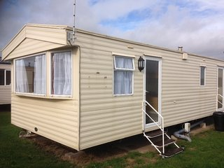 Pet Friendly 6 berth Caravan P-8 Ty Gwyn Park, Towyn