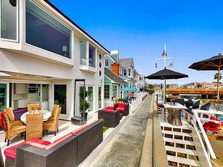 15% OFF JAN - Waterfront Deck & Dock w/ Kayak - Walk to Everything!