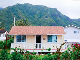 Hawaiian Style Getaway-Across the street from beach! Close to food trucks!