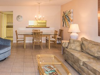 Spacious Englewood Vacation Condo centrally located within minutes from beach
