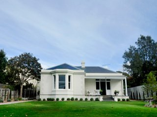 Clydesville -Great Gatsby style grandeur, waterfront and sweeping green lawns., Queenscliff