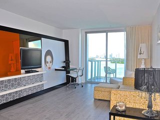 Mondrian Hotel + Sleeps 6 + 2BR + Direct Bay View