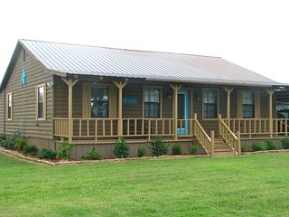 Cozy Cabin in the Country 115 mi. NE of Dallas; Offering 'Marriage Enrichment'