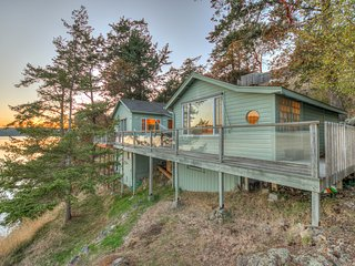 Mariner's Dream--Mesmerizing Cottage on the Waterfront, Orcas Island, WA