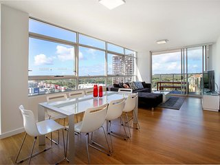 Moore to See - Modern and Spacious 3BR Zetland Apt