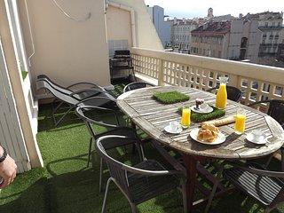 Appartement avec terrasse et transferts A/R Gare