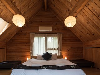 Balls Deep Inn Hakuba LOG HOUSE 1 bedroom with a CAR