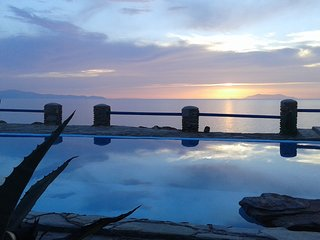 Villa Artemis sea front, swimming pool, stunning sunset views of the Aegean sea!