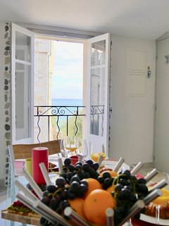 Let's have a breakfast front of Picasso museum with a lovely see view