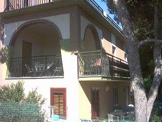 Appartamenti in villa con giardino e terrazza vista mare, Triscina