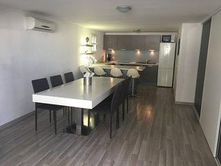 Appartement de 80 m2 dans jolie maison provencale avec tres bel espace exterieur
