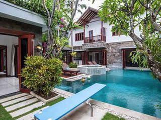 Luxury Villa Annecy Seminyak, shop/dine/beach
