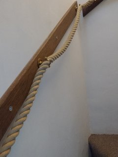 Feature rope hand rail