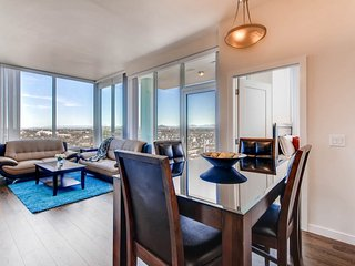 Unbeatable views of downtown San Diego - Prime 3 Bed 2 Bath in luxury building!