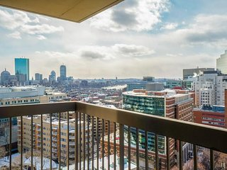 Sophisticated, centrally located West End condo w/ shared swimming pool & gym