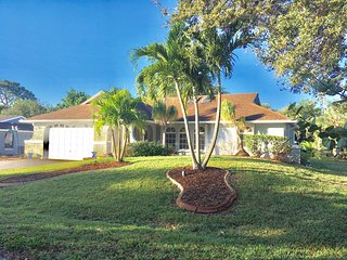 Beautiful pool home in a perfect Florida location! Enjoyment abounds.Fun awaits!