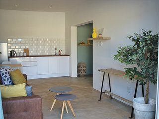 Modern guest house, close to beaches, airport and Addo Elephant Park