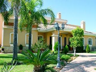 3BR Villa Flor with Panoramic Sea Views Close to Everything, Mijas