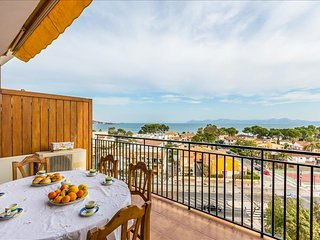 Apartment concha Mar with views over the bay