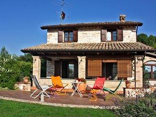 VILLA DORIANA - Private Villa with Pool, wi-fi, barbecue area, panoramic view, Acqualagna