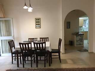 Spacious 1 Bedroom In The Heart Of Talbiyeh, Jerusalén